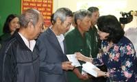 Вице-президент СРВ вручила подарки семьям льготной категории в провинции Дакнонг