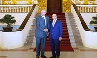 Премьер Вьетнама Нгуен Суан Фук принял бывшего вице-президента США Альберта Гора