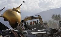 Число жертв землетрясения в Индонезии составило около 2 тыс. человек