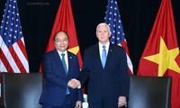 Премьер Вьетнама Нгуен Суан Фук встретился с вице-президентом США Майком Пенсом