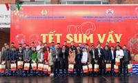 Фам Минь Тинь вручил новогодние подарки шахтёрам в провинции Куангнинь
