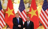 Премьер Вьетнама Нгуен Суан Фук встретился с президентом США Дональдом Трампом