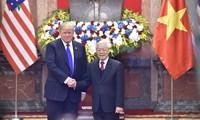 Нгуен Фу Чонг и Нгуен Суан Фук поздравили Дональда Трампа с Днём независимости США