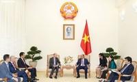 Премьер Вьетнама Нгуен Суан Фук принял иностранных инвесторов