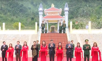 Тонг Тхи Фонг нанесла визит и вручила новогодние подарки жителям провинции Шонла