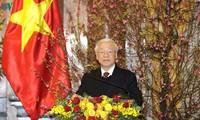 Генсек ЦК КПВ, президент Вьетнама поздравил действующих и бывших руководителей страны с Тэтом