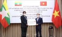 Вьетнам символически вручил Мьянме подарок для противодействия COVID-19