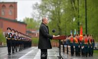 Президент РФ поздравил офицеров и выпускников военных вузов с Днем Победы