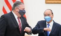 Премьер Вьетнама Нгуен Суан Фук принял госсекретаря США Майка Помпео