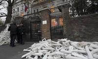 Moscou dénonce les pressions sur son ambassade à Londres