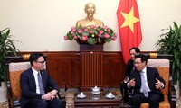 Le nouvel ambassadeur cambodgien reçu par Pham Binh Minh