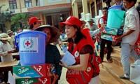 Aide d'urgence du Front de la patrie du Vietnam aux sinistrés des crues
