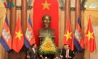 Le Premier ministre cambodgien reçu par Tran Dai Quang