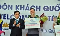 Phu Quôc accueille le dix-millionième touriste étranger au Vietnam