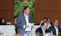 Les projets de loi sur l'aménagement et sur la gestion des matières explosives en débat
