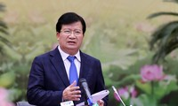 Trinh Dinh Dung se rend à l'usine d'alumine Nhan Co