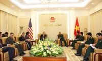 Nguyên Chi Vinh reçoit l'ambassadeur des Etats Unis
