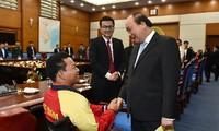 Le Premier ministre reçoit les figures illustres de la jeunesse vietnamienne