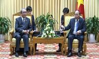 Le gouverneur de Nagasaki reçu par Nguyen Xuan Phuc