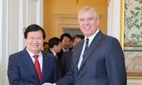 Trinh Dinh Dung rencontre le duc d'York et le prince Andrew