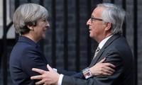 Brexit: Theresa May reçoit Jean-Claude Juncker