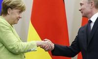 Angela Merkel et Vladimir Poutine à Sotchi pour briser la glace