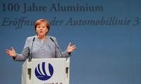 Les conservateurs de Merkel maintiennent leur avance sur le SPD