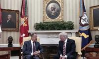 Donald Trump accusé d'avoir révélé aux Russes des informations classifiées