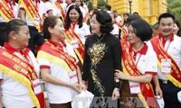 Dang Thi Ngoc Thinh reçoit des donneurs de sang exemplaires