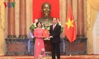 Le président Tran Dai Quang nomme 22 ambassadeurs à l'étranger