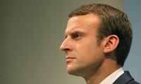 """Macron rend hommage aux troupes ayant permis la """"libération"""" de Mossoul"""