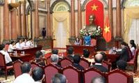 Dang Thi Ngoc Thinh reçoit des patriarches et des personnes prestigieuses du Nord-Ouest