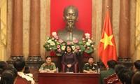 Dang Thi Ngoc Thinh reçoit des syndicalistes militaires et policiers