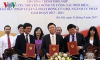 VOV, VTV et le ministère de la Justice signent un programme de coordination