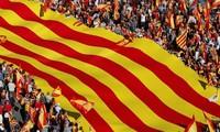 Catalogne: Des élections anticipées pour mettre fin à la crise