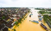 Le Premier ministre à Hoi An après le typhon Damrey