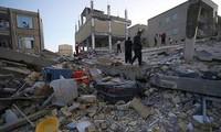 Séisme : plus de 400 morts en Iran ; deuxième nuit dehors pour les rescapés