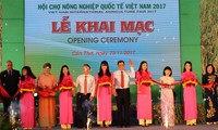Ouverture du salon international de l'agriculture du Vietnam 2017