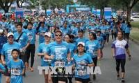 Plus de 8.000 coureurs au marathon de Ho Chi Minh-Ville