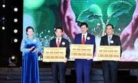 Nguyen Thi Kim Ngan au programme caritatif «Vong tay nhan ai»
