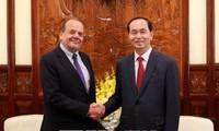 L'ambassadeur chilien reçu par Tran Dai Quang et Nguyen Xuan Phuc