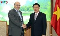 Vuong Dinh Huê reçoit des experts du FMI
