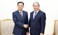 Nguyên Xuân Phuc reçoit le gouverneur de la région autonome Zhuang du Guangxi