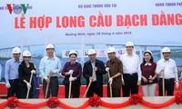 Nguyên Thi Kim Ngân au raccordage du pont Bach Dang