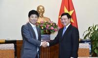 Pham Bình Minh reçoit un diplomate japonais