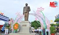 Rencontre à l'occasion du 130e anniversaire de naissance de Tôn Duc Thang