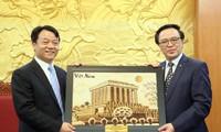 Hoàng Binh Quân reçoit la délégation de la jeunesse communiste chinoise