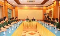 Renforcement des échanges entre les jeunes soldats vietnamiens et indiens