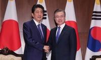 Moon Jae-in discute avec Shinzo Abe des relations bilatérales et de la RPDC