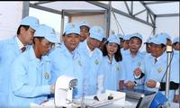Le Premier ministre visite un élevage de pangas de haute technologie